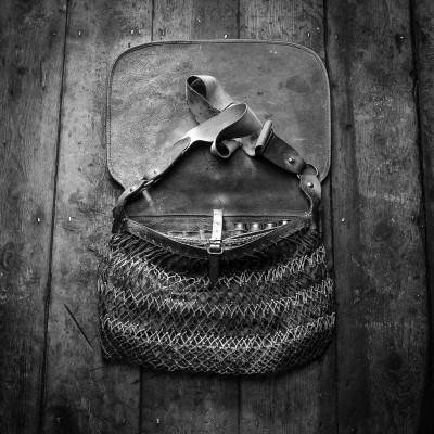 VINTAGE SHOOTING LEATHER GOODS.