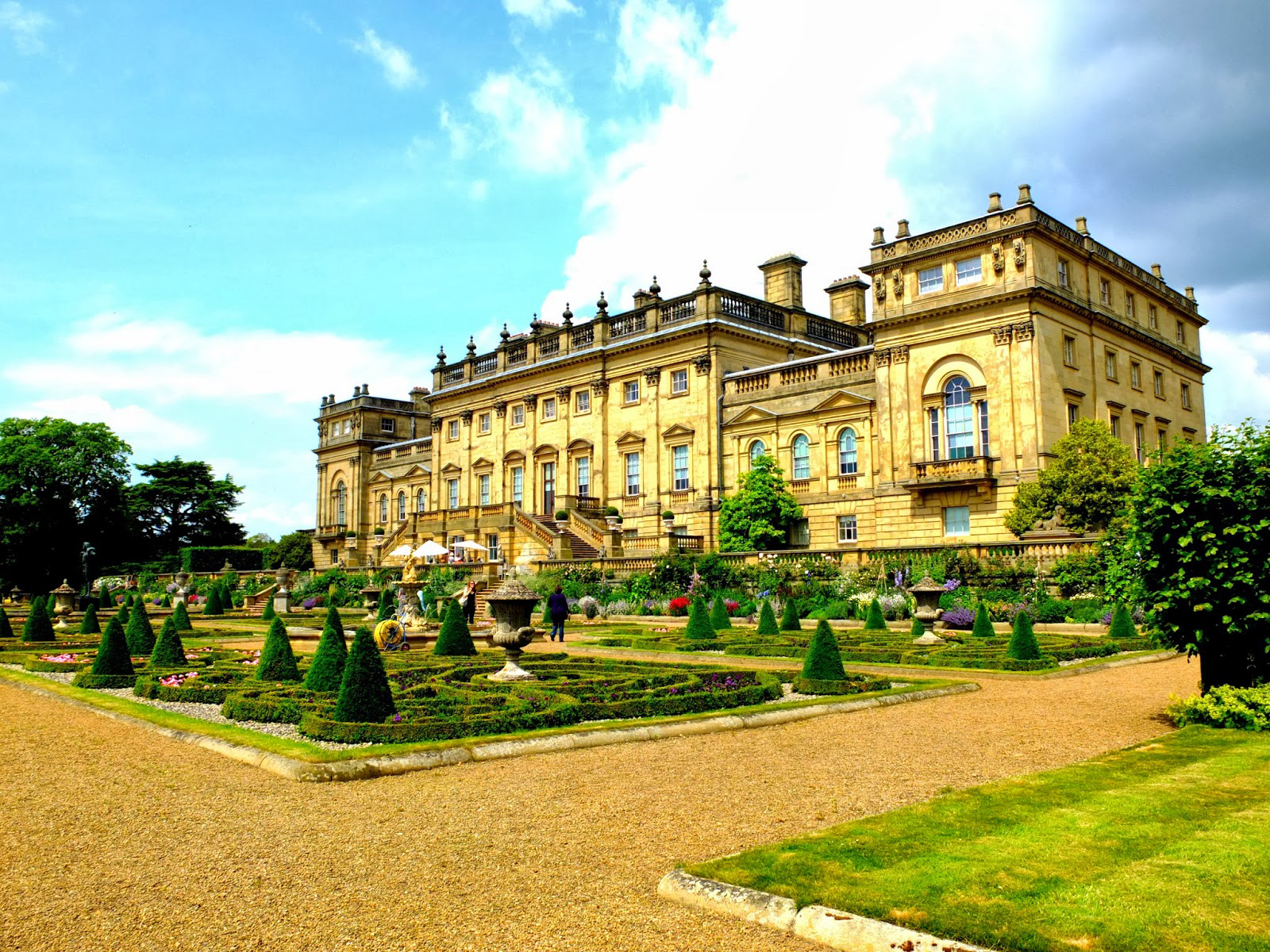 Harewood_House_from_the_terrace_garden